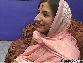 Arab princess gets tight shaved