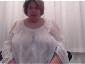 Fat bbw showing nice pussy