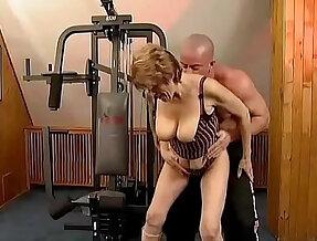 Granny the in gym goo.gl TzdUzu