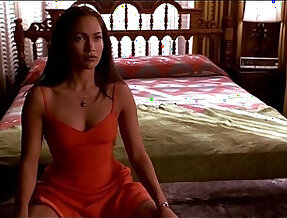 Jennifer Lopez U Turn Nude Scene