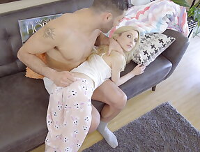Daddy\'s naughty hottie